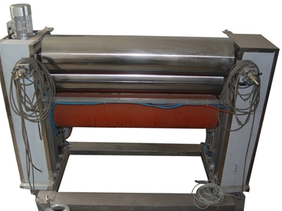 Three-roller gluing machine